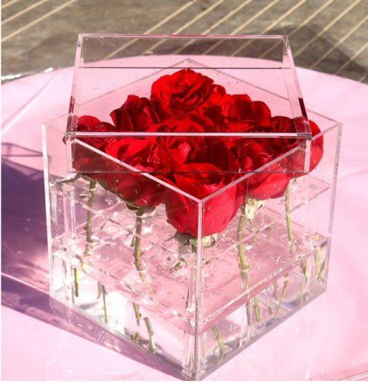 Креативная ваза для цветов