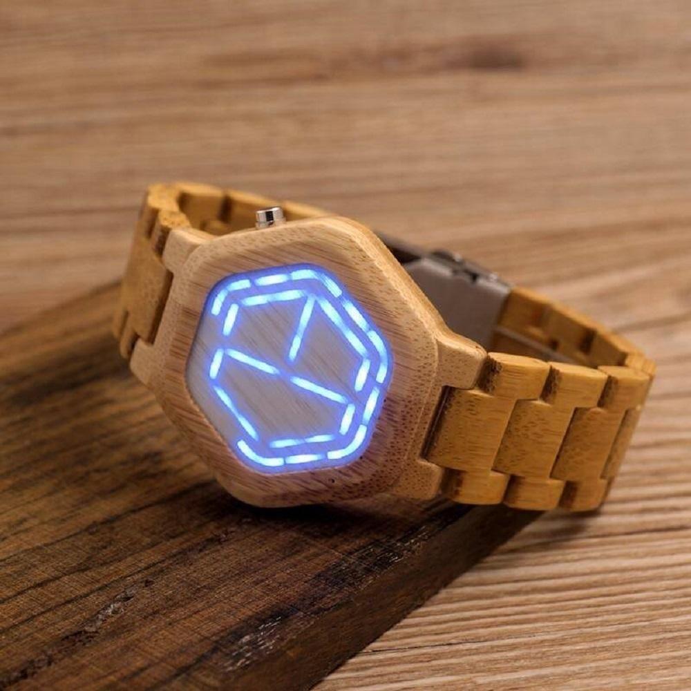 Деревянные часы c необычным циферблатом